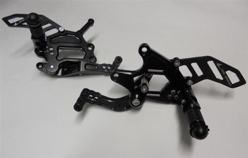 4Racing Passend für Ducati Panigale 1199 Fussrastenanlage starre Fußrasten schwarz