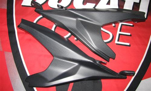 Passend für Ducati 899 Panigale Echt Carbon Fein Matt Seitenteile unterm Sitz