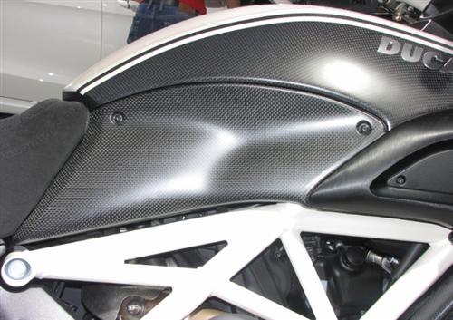 Echt Carbon Ducati Diavel 2011 Tank Seitenteile Verkleidung