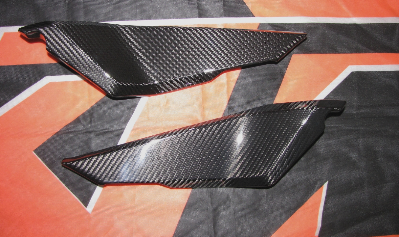 Passend für KTM RC8 Echt Carbon Seitenteile unter Sitz 1190 RC 8 ab 2011