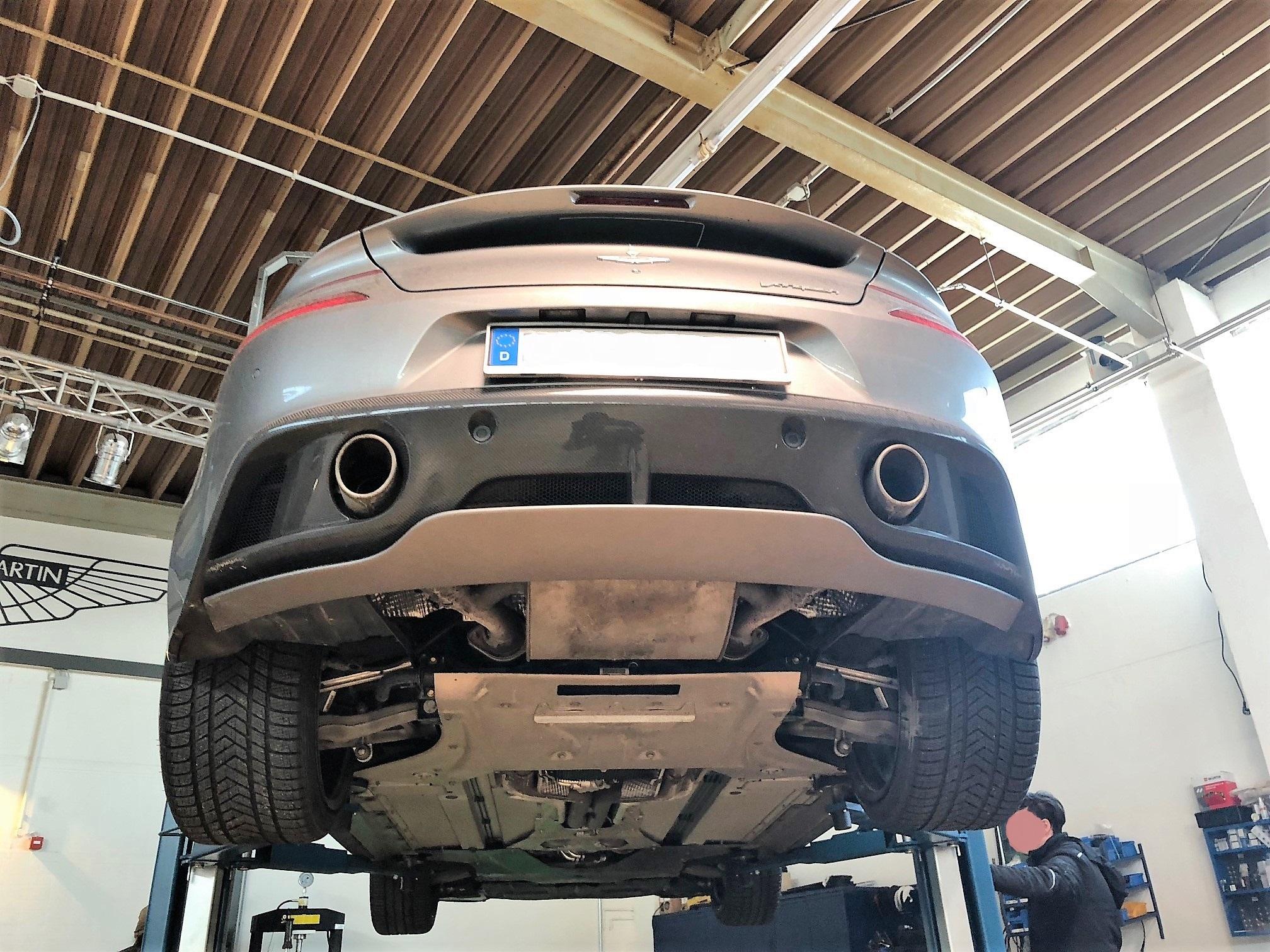Aston Martin Echt Carbon Heckdiffusor Heck Diffusor Vanquish V12