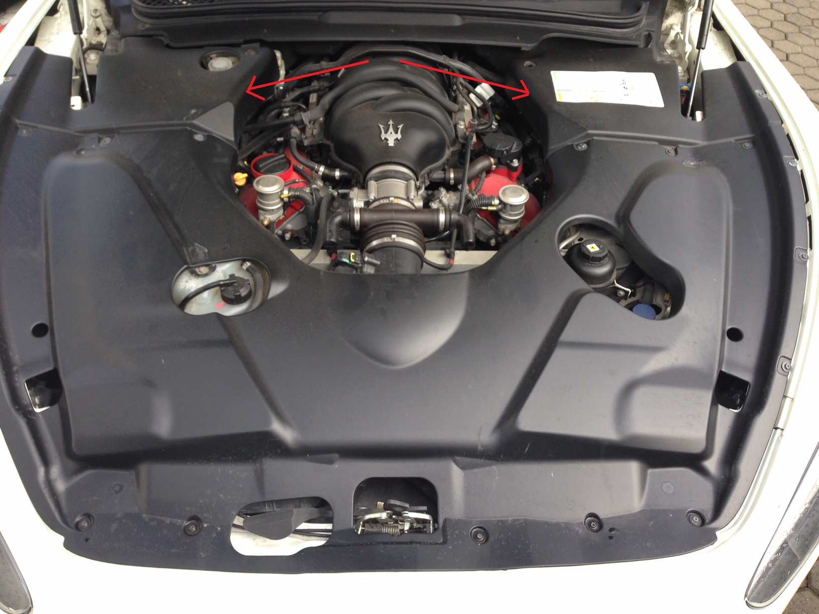 Passend für Maserati GT GranTurismo Stradale Carbon Motorabdeckung re u li MY13 MY14 MC